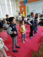 Yoga, samen met de kleuters van juf Mieke.