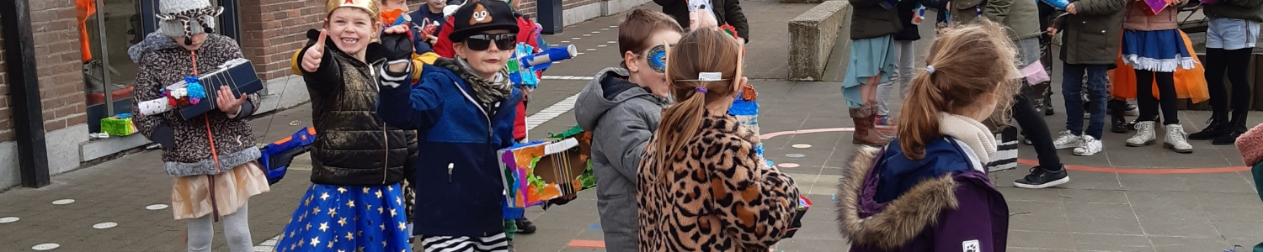 Carnaval: klasoverstijgend knutselen, stoet, plezier, genieten....