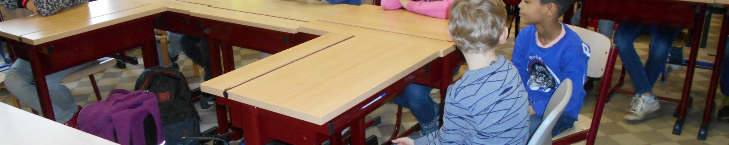 """klasoverstijgend werken met het zesde leerjaar rond het thema """"jeugdboekenmaand"""""""