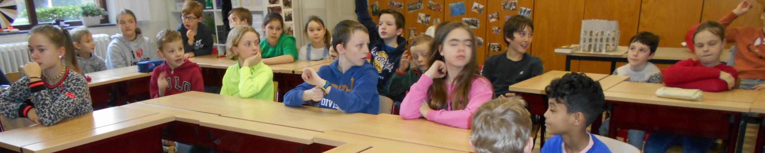 """klasoverstijgend werken met het tweede leerjaar rond het thema """"jeugdboekenmaand"""""""